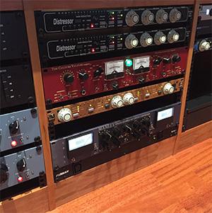 Wez Clarke Studio Rack inc Thermionic Culture Super 15 & Kush Audio UBK Fatso available from Kazbar Systems